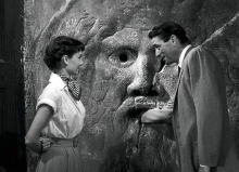 Peck pranks Audrey Hepburn in Roman Holiday (1953)