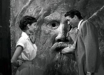 Peck pranks Audrey Hepburn in Roman Holiday (1953)