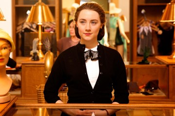 t-brooklyn-trailer-saoirse-ronan